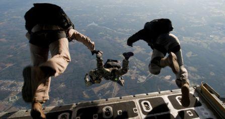 Militares-estadounidenses-realizando-practica-paracaidas_ECDIMA20150525_0011_20