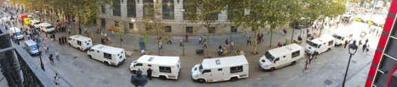 furgones delante del banco de españa de plaza catalunya