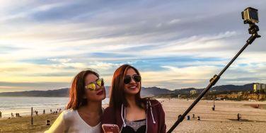 landscape_nrm_1423517029-girls_using_selfie_sticks