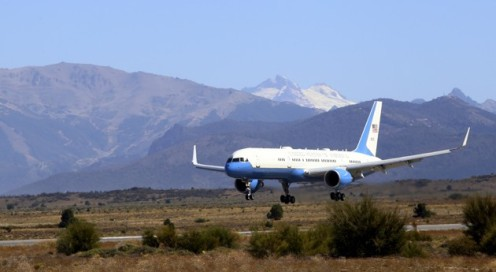 The aircraft carrying U.S. President Obama lands on the Patagonian San Carlos de Bariloche's airport
