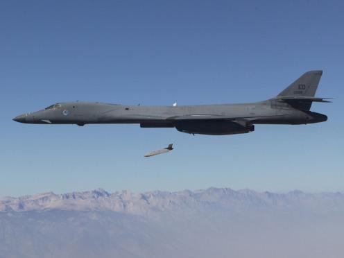 ORD_AGM-158B_JASSM-ER_from_B-1B_lg