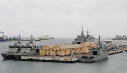 Base naval norteamericana-española de Gando, contigua a la base aérea.