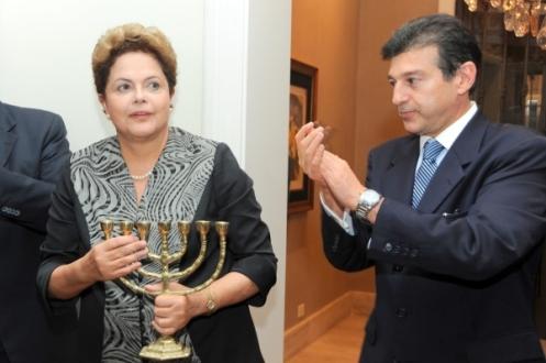 1401393871-Dilma Claudio 2014