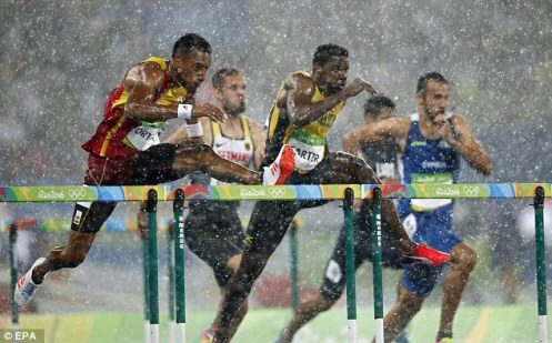 37460AB300000578-3742489-Hurdles_competitors_were_the_last_to_perform_in_the_rain_before_-a-87_1471309806102