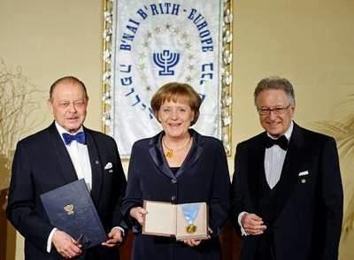 2013-4-26-merkel-premio-sionismo-masonico