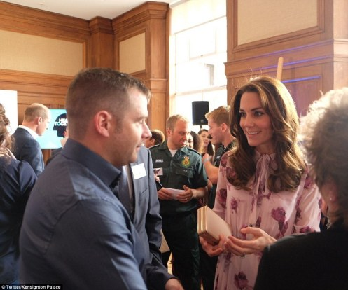3943EA5100000578-3830640-Kate_mingles_with_guests_to_discuss_the_topic_of_mental_health_f-a-8_1476105694739.jpg