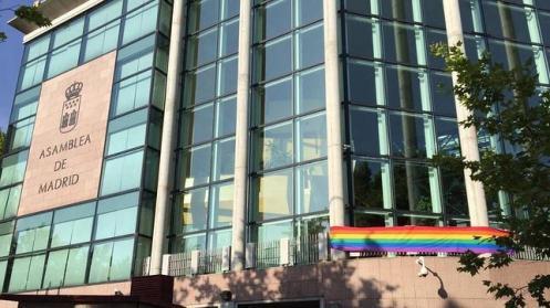 asamblea_orgullo_bandera-644x362