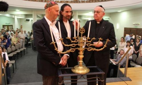 bergoglio-celebra-hanukka-con-los-judios