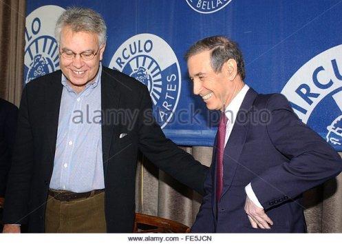 spanish-former-prime-minister-felipe-gonzalez-l-and-former-israeli-fe5jcn