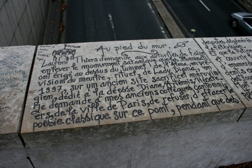 writing_above_the_pont_de_lalma_tunnel_1