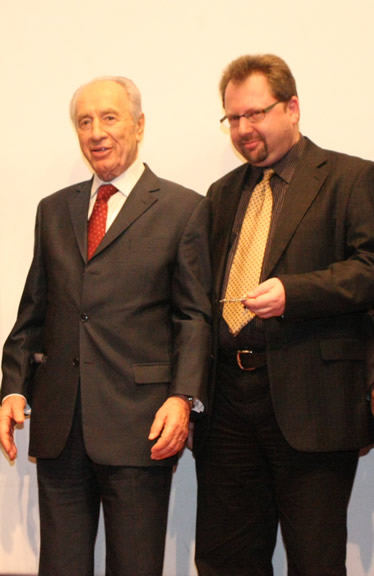 peres-safe-comms-pic2