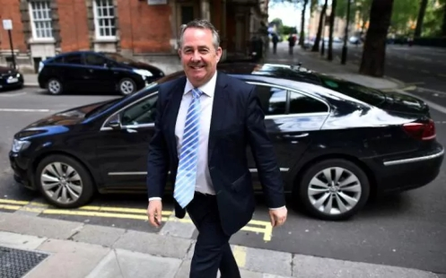 secretary_of_state_for_defence_liam_fox_arrives_at_mill-large_transtgqb12khxxqcrwntzkx0n0vfx_p6sfmi1h6mobw3wqs