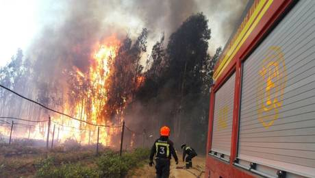 38921-onemi-declara-alerta-roja-para-villa-alemana-y-quilpue-por-incendio-for
