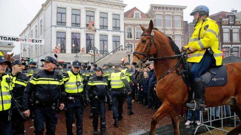 detenidos-disturbios-Holanda-San-Nicolas_TINIMA20141115_0518_5