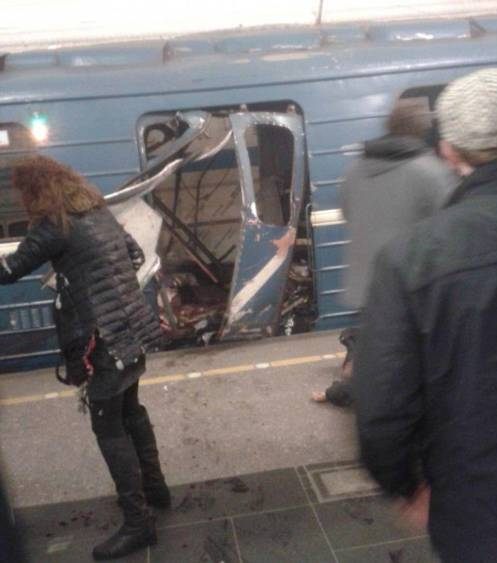 3EE5EA1D00000578-4375518-An_explosion_on_the_metro_in_St_Petersburg_has_ripped_through_a_-a-98_1491223517877