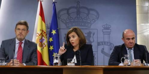 corrige-titulo-gra169-madrid-02-09-2015-la-vicepresidenta-del-gobierno-soraya-sanez-de-santamaria-junto-a-los-ministros-de-justicia-rafael-catala-i-y-de-economia-y-competitividad-luis-de