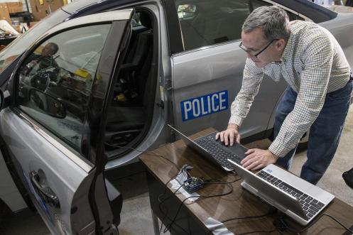 Police_Car_Vulnerability_04_DA