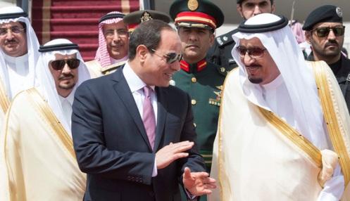Saudi Arabia's King Salman bin Abdulaziz Al Saud stands with Egypt's President Abdel Fattah al-Sisi during a welcoming ceremony in Riyadh