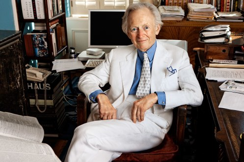 t-tom-wolfe-radical-chic-me-decade-right-stuff-michael-lewis-the-white-stuff