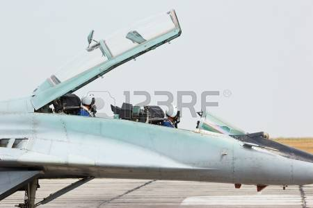 14963055-ruso-tactico-militar-aereo-de-aviones-de-combate-mig-29-cabina