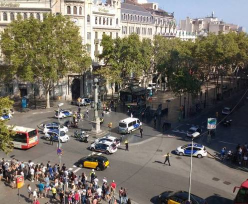 4354757B00000578-4799836-Pictured_The_scene_in_Barcelona_today_as_emergency_services_rush-a-29_1502984858380