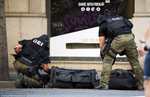 4355226200000578-4799836-Pictured_Police_special_forces_work_near_Plaza_Catalonia_followi-a-18_1503049308349
