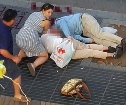 *COMPOSITE* Van crashes into crowd of people in Barcelona