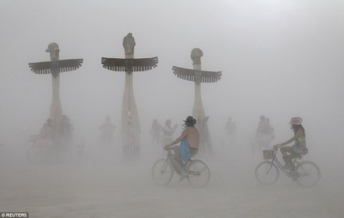 43B289CA00000578-4835434-Burning_Man_participants_bicycle_past_the_Thunderbirds_art_proje-a-1_1504077025735
