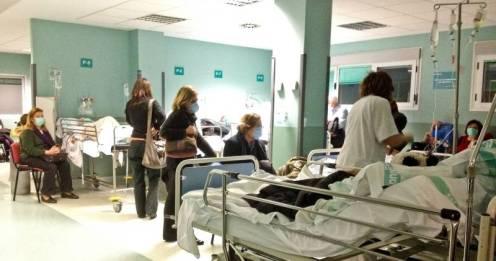 pasillo-del-c3a1rea-de-urgencias-del-hospital-micguel-servet-de-zaragoza-ayer-913223_1