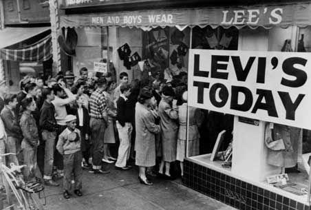 levis-company-history-1989