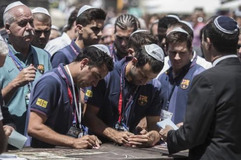 Lionel+Messi+Xabi+Alonso+FC+Barcelona+Visit+ALv0BwKP4GVl