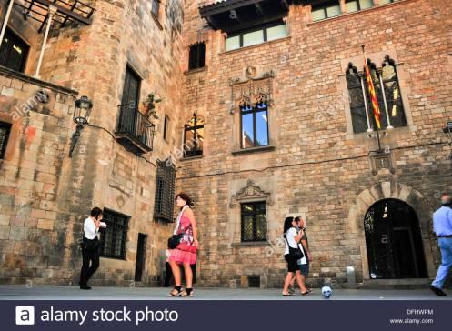 casa-dels-canonges-estilo-gtico-y-neogtico-siglo-xiii-al-xv-barcelona-DFHWPM