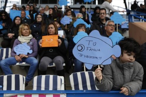 Acto solidario con Gabriel en el Estadio Peixauet  familiares foto bertran