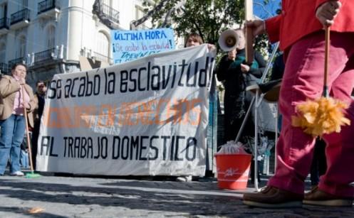 Primera-manifestación-a-favor-de-las-mejoras-de-las-empleadas-de-hogar-convocada-por-el-Servicio-Doméstico-Activo-SEDOAC.-Madrid-2008.-600x371