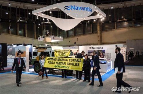 Activistas-Greenpeace-despliegan-Navantia-HOMSEC_EDIIMA20170315_0401_19