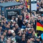 """""""Comienza la guerra civil en Alemania, en Chemnitz, y a puñetazos. En un 322 skulls and bones""""."""