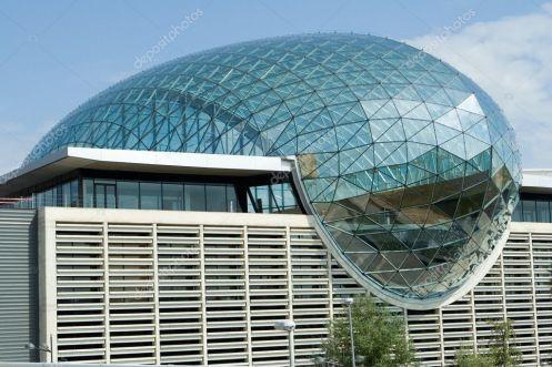 depositphotos_8706652-stockafbeelding-feria-valencia-glazen-koepel-gebouw