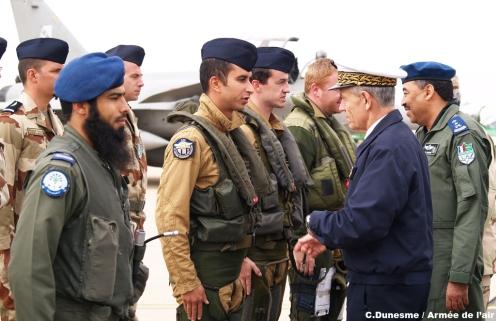 """""""Inglaterra está entrenando en secreto pilotos de Arabia Saudí para bombardear pozos que no sean saudíes desde el 8 de marzo 2018. EEUU quiere echar de ARAMCO a Glencore -y ser solo saudí y de JP Morgan-. Han subido el precio del barril. Francia, EEUU, Inglaterra y Bélgica entrenaban saudíes y qataríes; ¿ahora sólo, o también Inglaterra desde acuerdo con el Foreing Office?. Foreing Office firmó la tutela militar de la saudí ARAMCO en 2017, queriendo dejar fuera a JP Morgan y a favor de los Rothschild""""."""