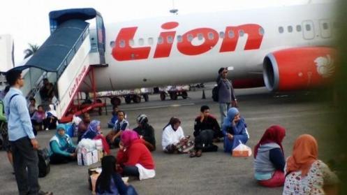 penumpang-pesawat-delay_20151121_175958