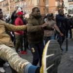 Black Friday Madrid 30 noviembre 2018. Un contingente de africanos musulmanes soldado ahora en tiendas de campaña de Cruz Roja podrían detonar la convivencia en el centro de Madrid ´Ahora peatonal-Ahora Madrid´.