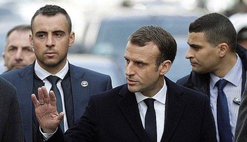 6905340-6451503-french_president_emmanuel_macron_visits_the_arc_de_triomphe_as_s-a-53_1543779676593