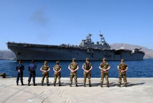 US_Navy_040722-N-0780F-042_Volunteer_linehandlers_from_Naval_Station_Activity_NSA_Souda_Bay_wait_on_the_pier_as_the_amphibious_assault_ship_USS_Kearsarge_LHD_3-5a0977be4e4f7d00365f3df1