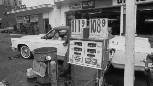 Macron avisa a Sánchez de que España y Francia sufrirán un desabastecimiento de petróleo y gas que originará una espiral de subida de precios e inflación