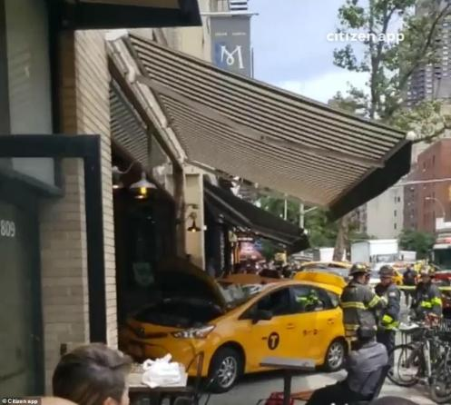 15930548-7237893-The_chaotic_scene_is_shown_on_Thursday_after_the_incident_Seven_-a-39_1562868383502