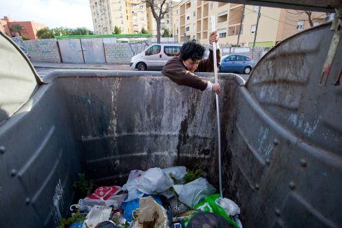 buscando-abasto-contenedores-Maria-Carmen_EDIIMA20140114_0628_29