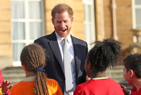 23475460-7899875-On_Thursday_back_in_London_Harry_made_his_first_major_royal_enga-a-31_1579284857279